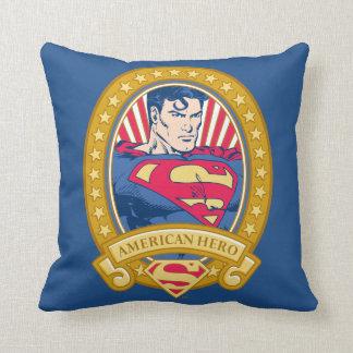 Héroe del americano del superhombre cojín