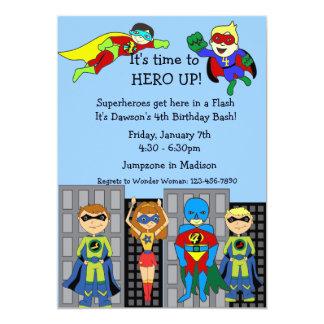 Héroe del super héroe encima de la invitación