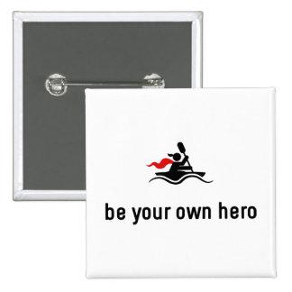 Héroe Kayaking Pin Cuadrado