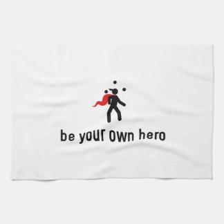 Héroe que hace juegos malabares toalla