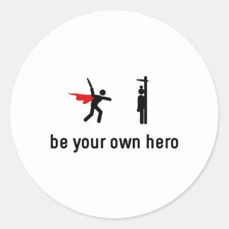 Héroe que lanza del cuchillo pegatina redonda
