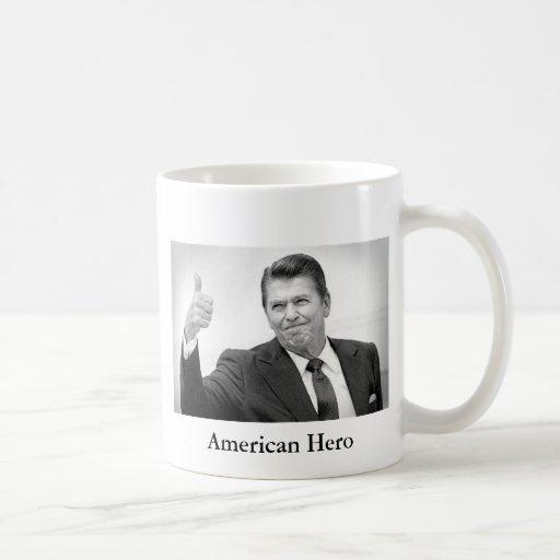Héroe Reagan-Americano Taza Básica Blanca