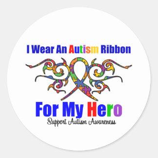 HÉROE tribal de la cinta del autismo Etiqueta Redonda