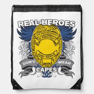 Héroes reales de la aplicación de ley mochilas