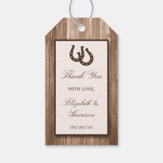 Herradura rústica del país y boda de madera de etiquetas para regalos
