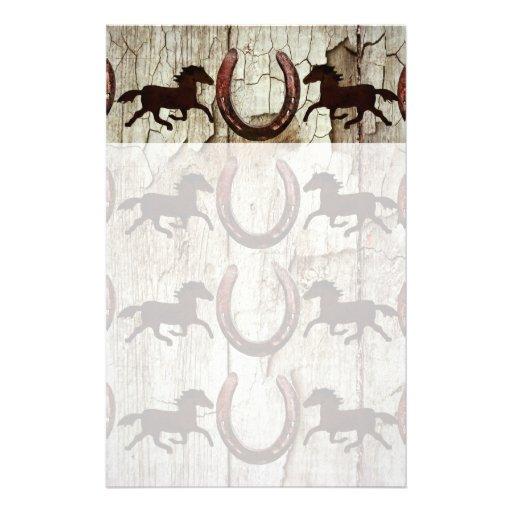 Herraduras de los caballos en los regalos de mader papelería de diseño