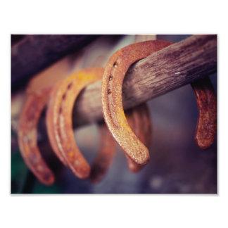 Herraduras en el país de madera del vaquero del fotografía