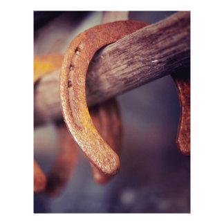 Herraduras en el país de madera del vaquero del plantillas de membrete