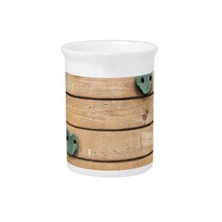 Herramienta de madera para subir en el patio jarras de beber