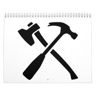 Herramientas cruzadas martillo del hacha calendario