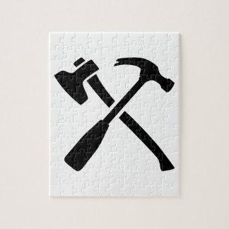Herramientas cruzadas martillo del hacha rompecabezas con fotos