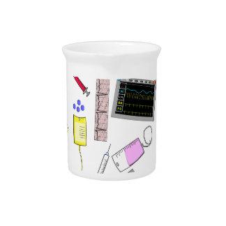 Herramientas de la enfermera registradoa jarras de beber