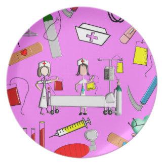 Herramientas de la enfermera y equipo de la enferm plato para fiesta