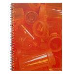 Herramientas de la farmacia, píldoras, medicación notebook