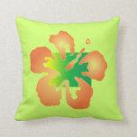 Hibisco abstracto en la almohada verde y amarilla