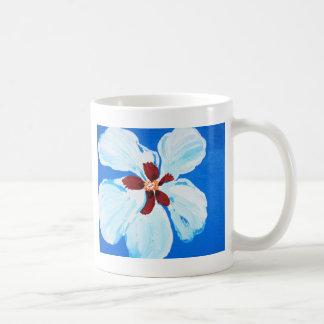 Hibisco blanco en la pintura azul tazas