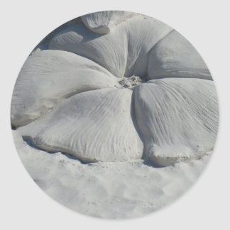 Hibisco en arena pegatina redonda
