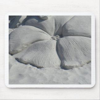 Hibisco en arena alfombrillas de ratón