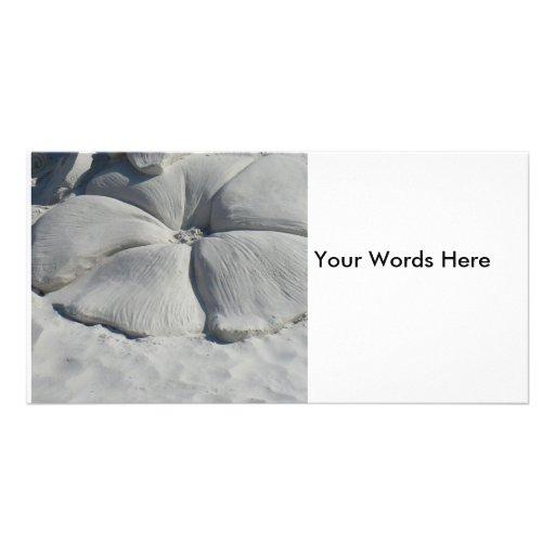 Hibisco en arena tarjeta fotográfica personalizada