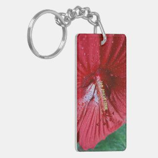 Hibisco rojo con las gotas de agua llavero rectangular acrílico a doble cara