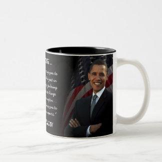 Hicimos sí - Obama con la taza de la bandera