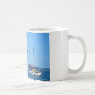 Hidroavión y yate taza clásica