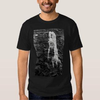 Hielo en la camiseta de los hombres de las rocas remeras