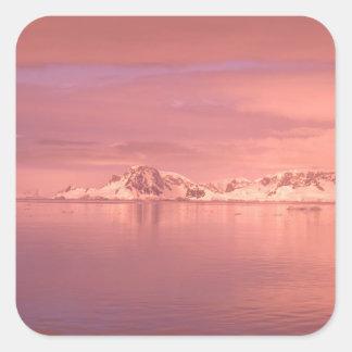Hielo, nieve, icebergs en los canales a lo largo pegatina cuadrada