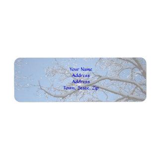 Hielo que brilla y árboles nevados etiqueta de remite