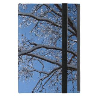 Hielo que brilla y árboles nevados iPad mini carcasa