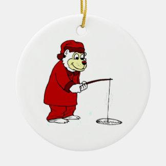 Hielo que pesca el oso polar en PJs Adorno Navideño Redondo De Cerámica
