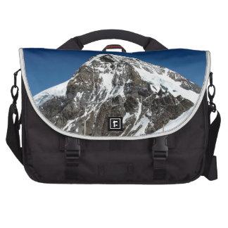 Hielo y nieve en las montañas suizas bolsas para portátil