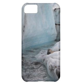 Hielo y nieve hivernales - río del glaciar