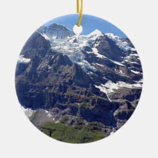 Hielo y rocas en las montañas suizas ornamento de reyes magos