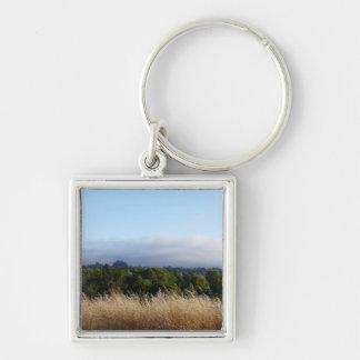 Hierba, árboles y cielo llavero cuadrado plateado