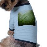 hierba mojada camiseta de perro