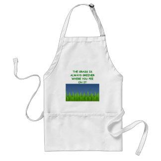 hierba verde delantal