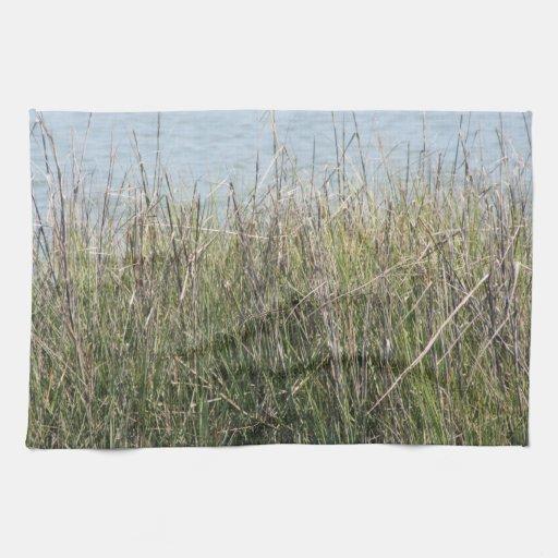 Hierba y agua de cañas toalla de mano