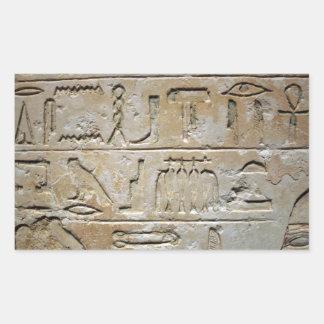 Hieroglyphics en una pared de piedra pegatina