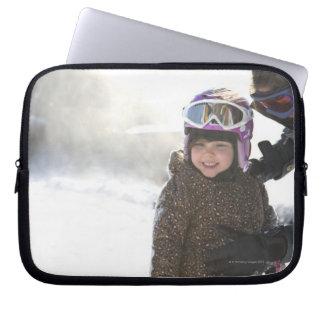 Hija de enseñanza de la madre a la snowboard funda ordendadores