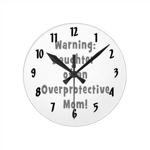 hija de la mamá sobreprotectora black.png reloj
