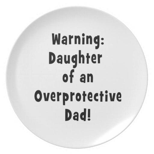 hija del negro sobreprotector del papá plato