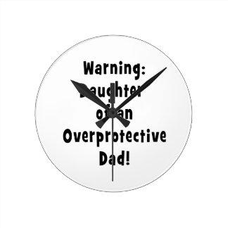 hija del negro sobreprotector del papá reloj redondo mediano