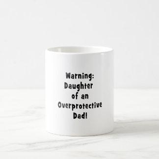 hija del negro sobreprotector del papá tazas de café