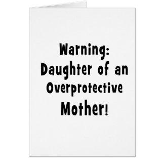 hija del texto sobreprotector del negro de la tarjeta de felicitación