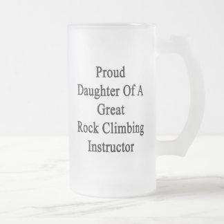 Hija orgullosa de un gran instructor de la taza de cristal