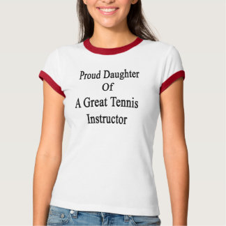 Hija orgullosa de un gran instructor del tenis playera