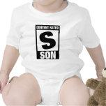 Hijo clasificado contento traje de bebé