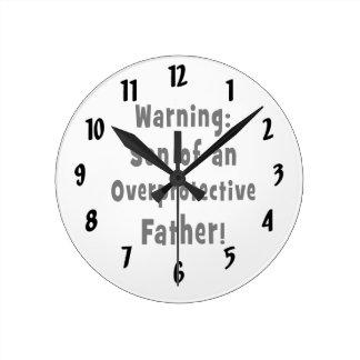 hijo del padre sobreprotector black.png reloj