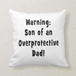 hijo del papá sobreprotector black.png cojín